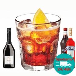 Cocktail Negroni Sbagliato con prosecco, vermut rosso e bitter campari