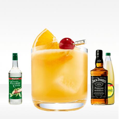 Whiskey Sour con zucchero liquido, succo di limone e bourbon whiskey Jack daniel's