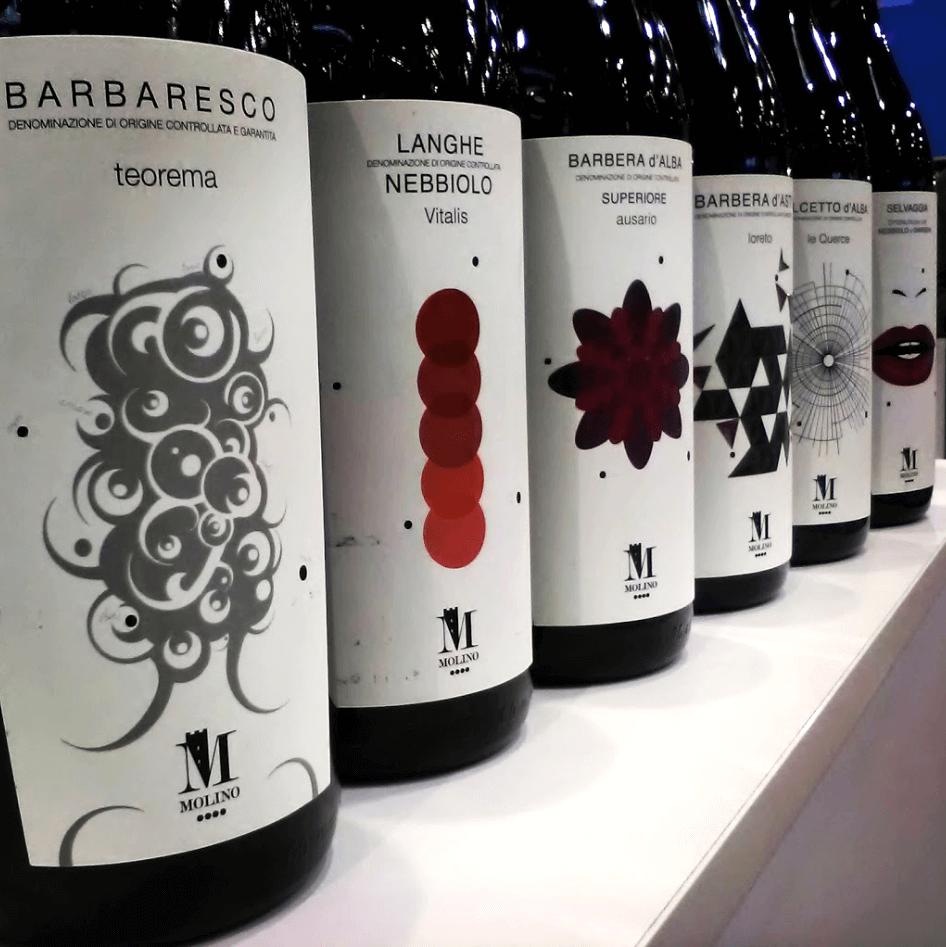 Bottiglie vino Molino in esposizione